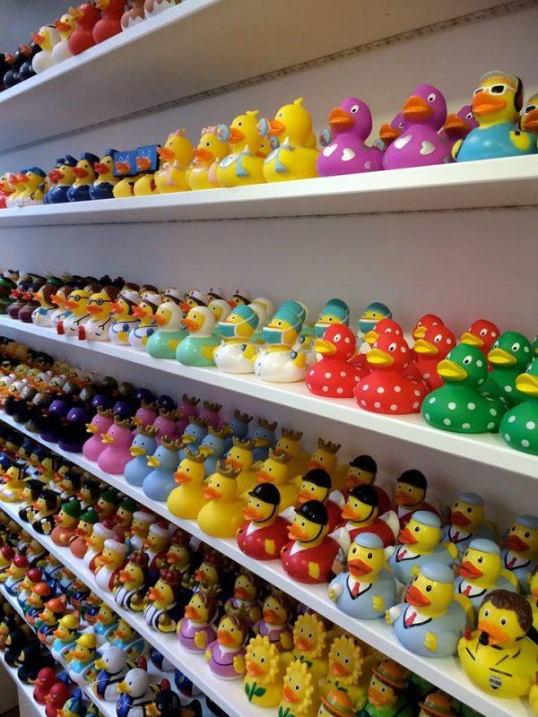 perierga.gr - The Duck Store: Το μοναδικό κατάστημα που πουλάει μόνο λαστιχένια παπάκια!