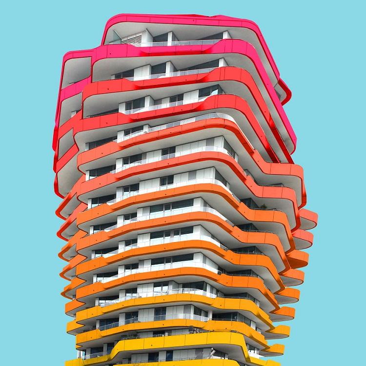 perierga.gr - Βάζοντας χρώμα σε μουντά κτήρια!