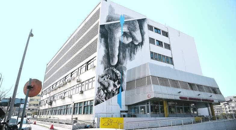 perierga.gr - Γιγάντιο γκράφιτι στο Ιπποκράτειο Νοσοκομείο στη Θεσσαλονίκη για την Ηπατίτιδα C