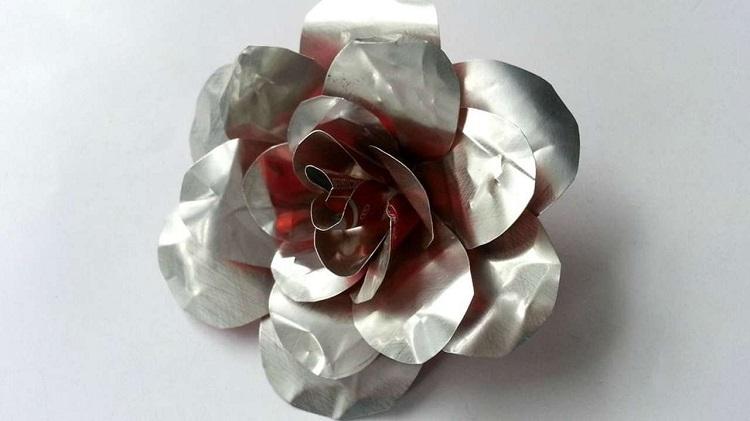 perierga.gr - Μεταμορφώνοντας παλιοσίδερα σε τριαντάφυλλα!