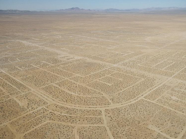 "perierga.gr - Η πόλη ""Ουτοπία"" στην έρημο της Καλιφόρνιας!"