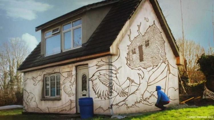 perierga.gr - Καλλιτέχνης ζωγράφισε το σπίτι του σε αργή κίνηση!