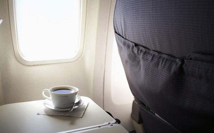 perierga.gr - Γιατί ο καφές στο αεροπλάνο είναι τόσο άνοστος;