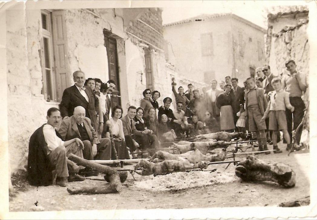 perierga.gr - Φωτογραφίες από το ελληνικό Πάσχα του 1930-1960
