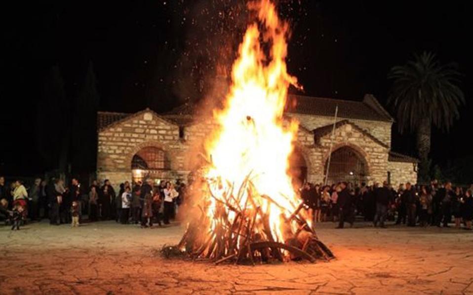 perierga.gr - Tα έθιμα της Μεγάλης Εβδομάδας σε κάθε γωνιά της Ελλάδας