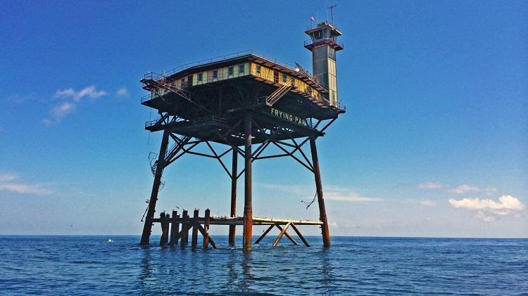 perierga.gr - Παράξενο ξενοδοχείο στη μέση του Ατλαντικού!