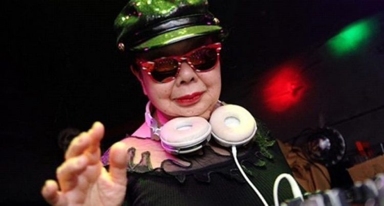 perierga.gr - 82χρονη DJ, η πιο περιζήτητη στο Τόκιο!