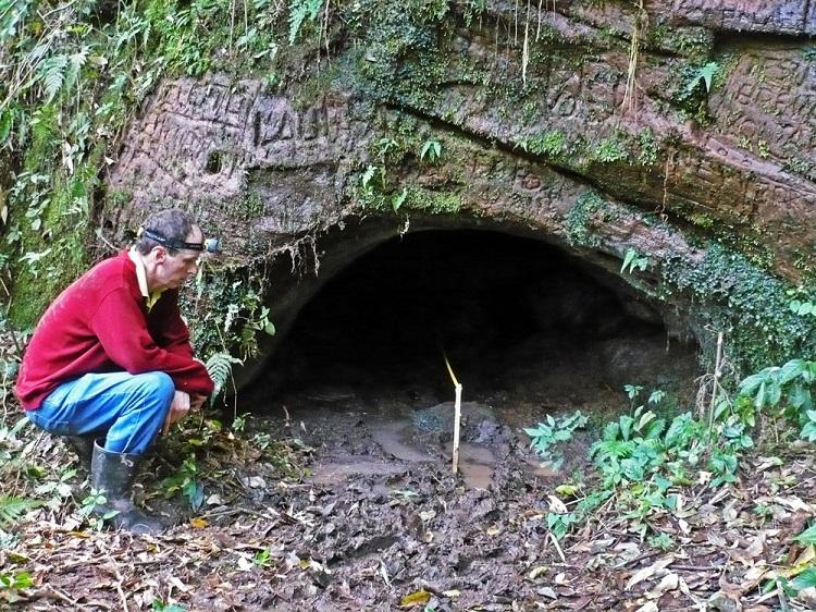 perierga.gr - Αυτά τα τούνελ δεν κατασκευάστηκαν από ανθρώπους!
