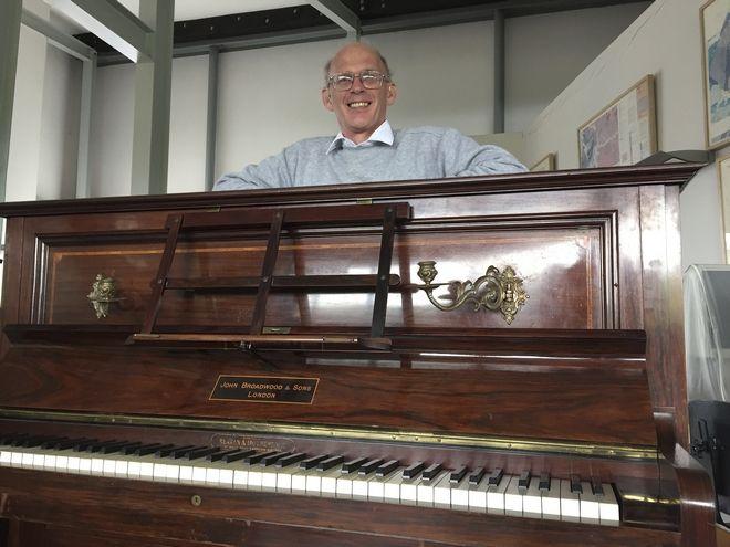 perierga.gr - Πιάνο έκρυβε θησαυρό αξίας 330.000 ευρώ!