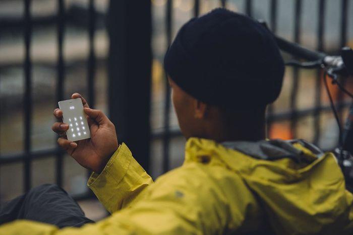 perierga.gr - Το πιο μινιμαλιστικό κινητό τηλέφωνο!