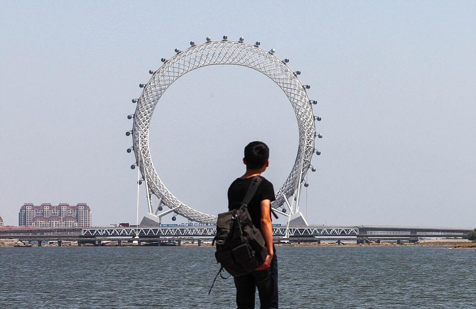 perierga.gr - Γιγάντια ρόδα άνοιξε στην Κίνα!