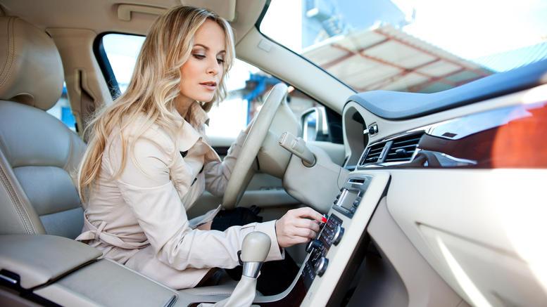 perierga.gr - Γιατί χαμηλώνουμε το ραδιόφωνο όταν ψάχνουμε κάτι στο δρόμο;