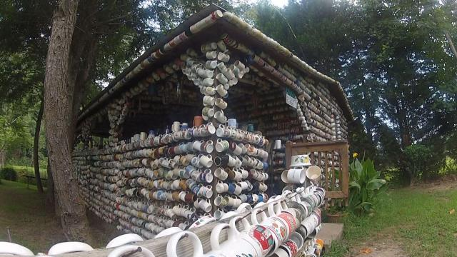 perierga.gr - Το παράξενο σπίτι των... φλιτζανιών!