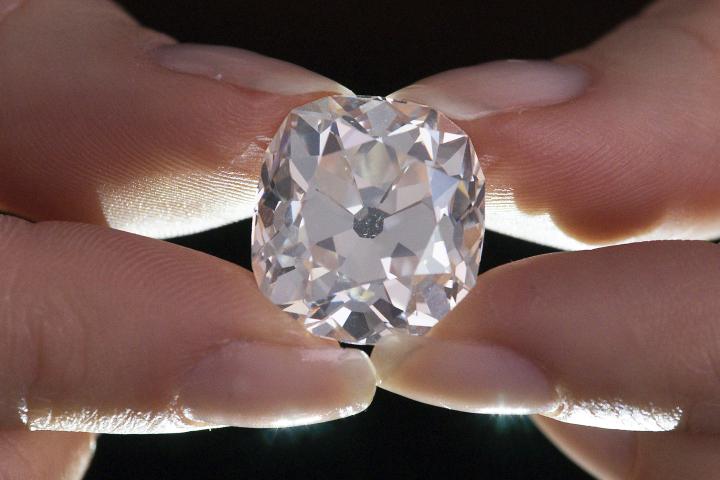 Perierga.gr - Φο-μπιζού που αγοράστηκε 10 στερλίνες αποδείχτηκε διαμάντι 26 καρατίων