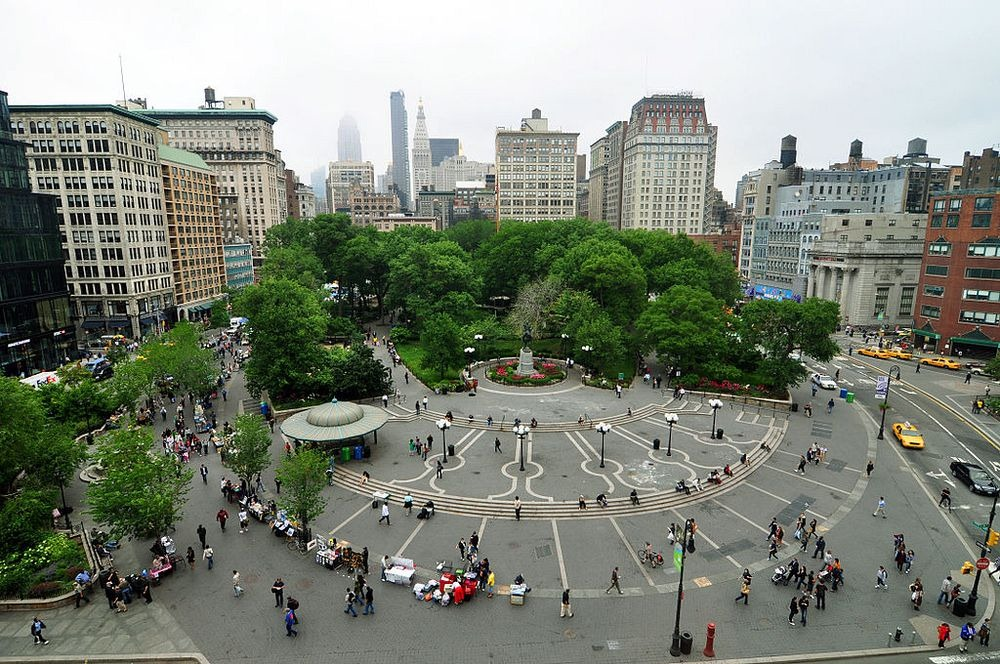 "perierga.gr - Το θωρηκτό που ""άραξε"" στο κέντρο της Ν. Υόρκης!"