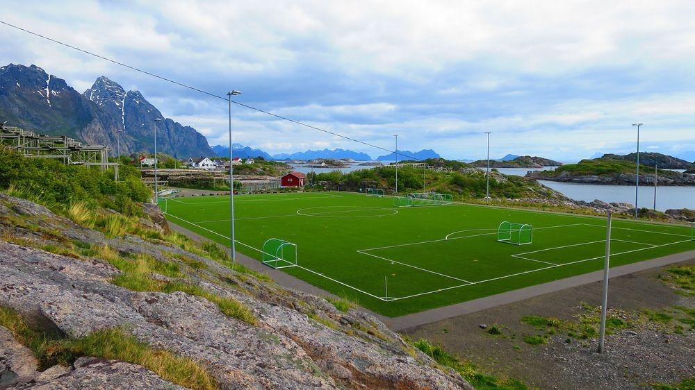 perierga.gr - Γήπεδο ποδοσφαίρου σε μαγευτική τοποθεσία!