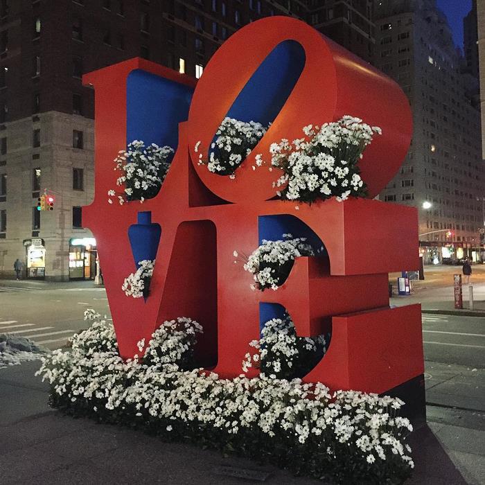 perierga.gr - Οι κάδοι της Ν. Υόρκης μεταμορφώθηκαν σε βάζα με λουλούδια!