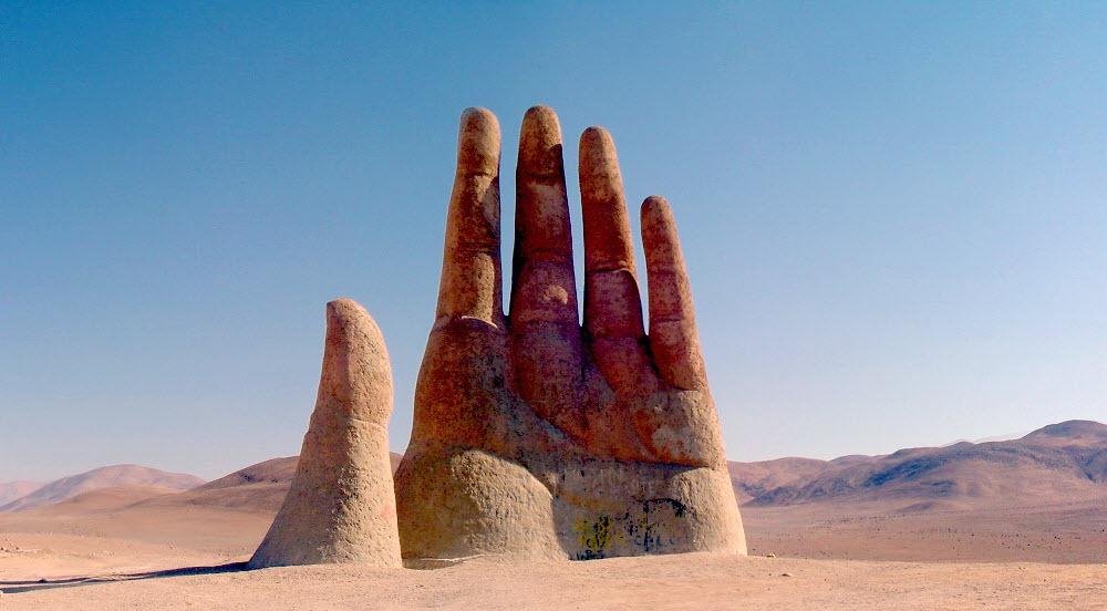 perierga.gr - Τεράστια γλυπτά χέρια στον κόσμο!