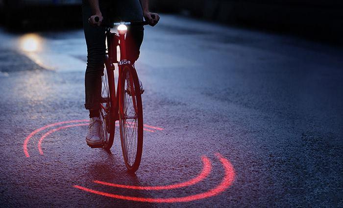 perierga.gr - Σύστημα ασφαλούς φωτισμού τη νύχτα για τα ποδήλατα!