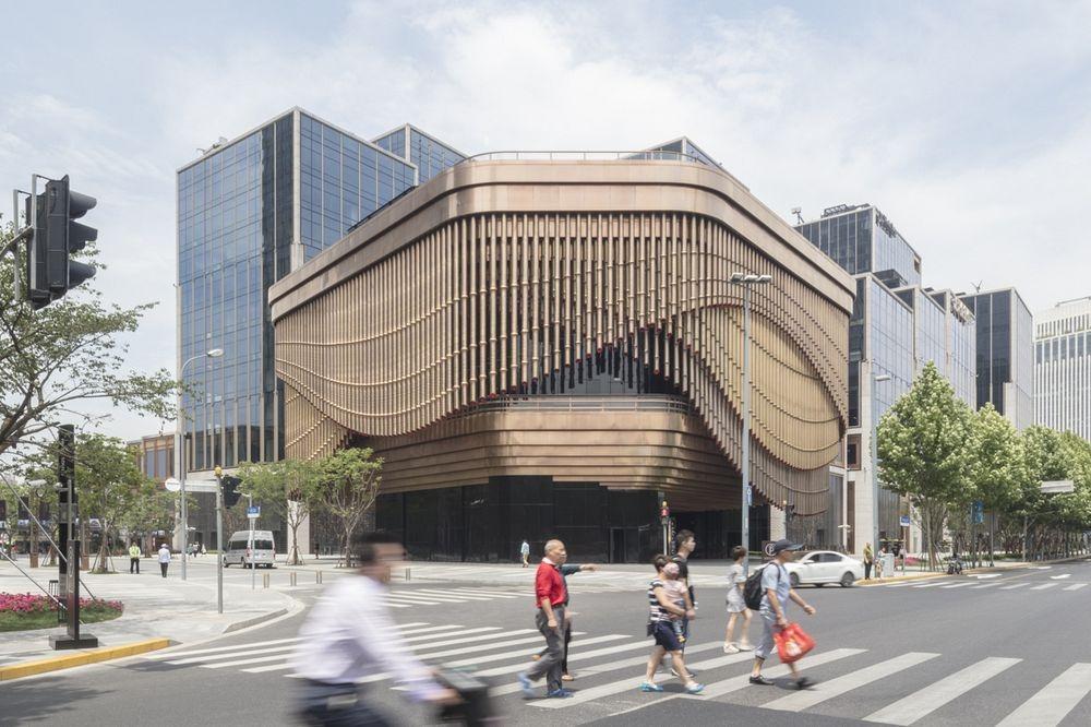 perierga.gr - Κινούμενη πρόσοψη κτηρίου αλλάζει... δραματικά την εμφάνισή του!