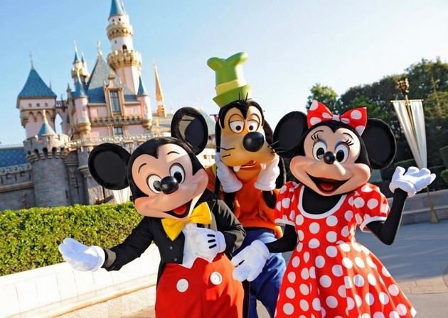 perierga.gr - 2.000 μέρες σερί πηγαίνει στην Disneyland!