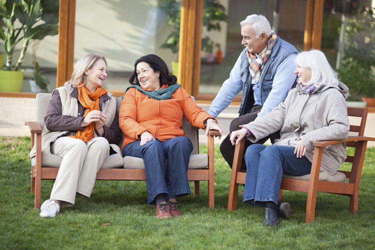 perierga.gr - Οι φίλοι είναι πολυτιμότεροι από την οικογένεια καθώς μεγαλώνουμε