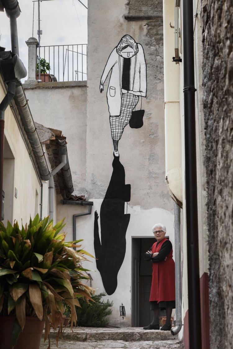 perierga.gr - Μικρό χωριό της Ιταλίας χρησιμοποιεί την τέχνη για να αντιμετωπίσει την εγκατάλειψη!