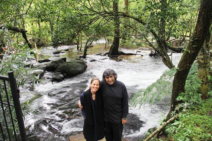 perierga.gr - Ζευγάρι ζωντάνεψε ξανά δάσος στην Ινδία!