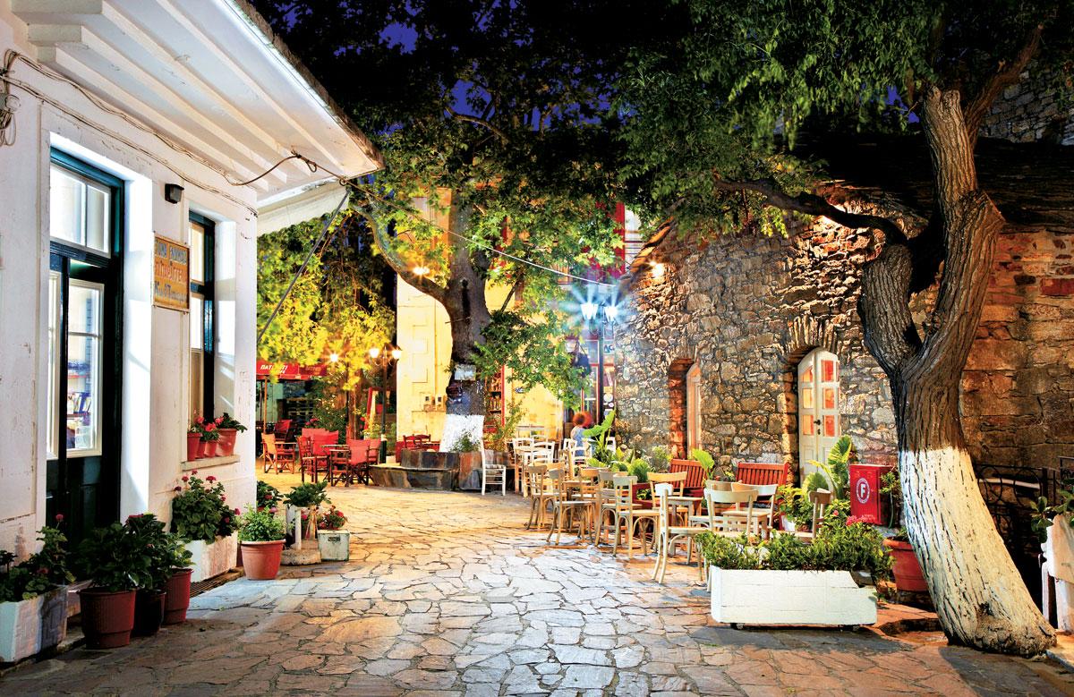 perierga.gr - Το ελληνικό χωριό που η μέρα ξεκινά τη... νύχτα!