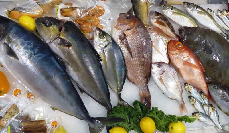 perierga.gr - Απίστευτο: Η Ελλάδα εισάγει το 66% των ψαριών και τρώει πολύ λίγα!