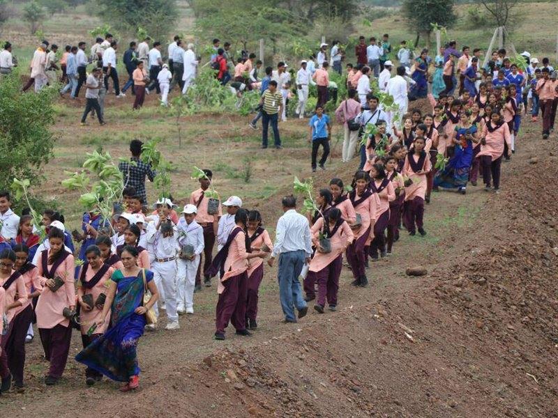 perierga.gr - 1,5 εκατομμύριο εθελοντές στην Ινδία φύτεψαν 66 εκατομμύρια δέντρα σε 12 ώρες!