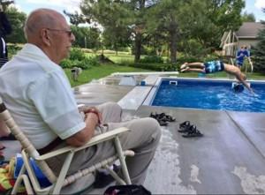 94χρονος αντιμετώπισε τη μοναξιά του με τον πιο έξυπνο τρόπο!