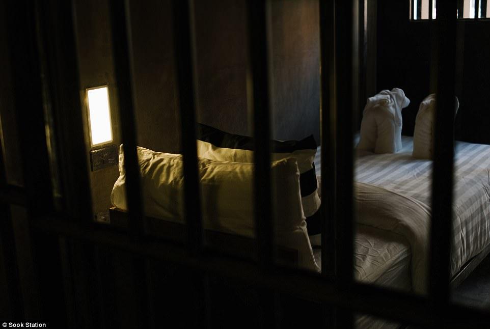 perierga.gr - Νεόκοπο ξενοδοχείο υπόσχεται διαμονή σαν... φυλακισμένος!