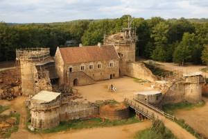 Επί 20 χρόνια χτίζουν ολόκληρο κάστρο με τεχνικές του Μεσαίωνα!