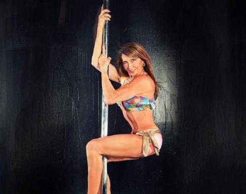 perierga.gr - Η παγκόσμια πρωταθλήτρια pole dancing είναι 66 ετών!
