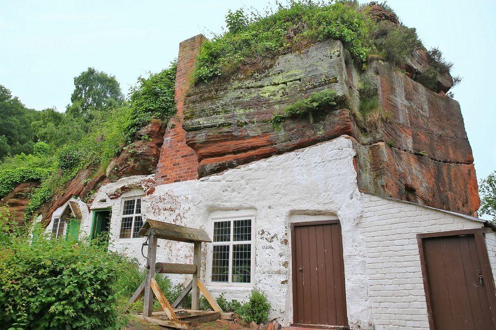 "perierga.gr - Τα ""σπίτια των βράχων"" της Βρετανίας"