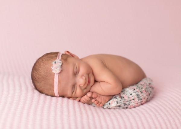 perierga.gr - Μωρά χαμογελούν στον ύπνο τους και είναι αξιαγάπητα!