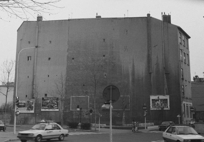 "perierga.gr - Η ""δραματική"" μεταμόρφωση ενός κτηρίου με ένα street art!"