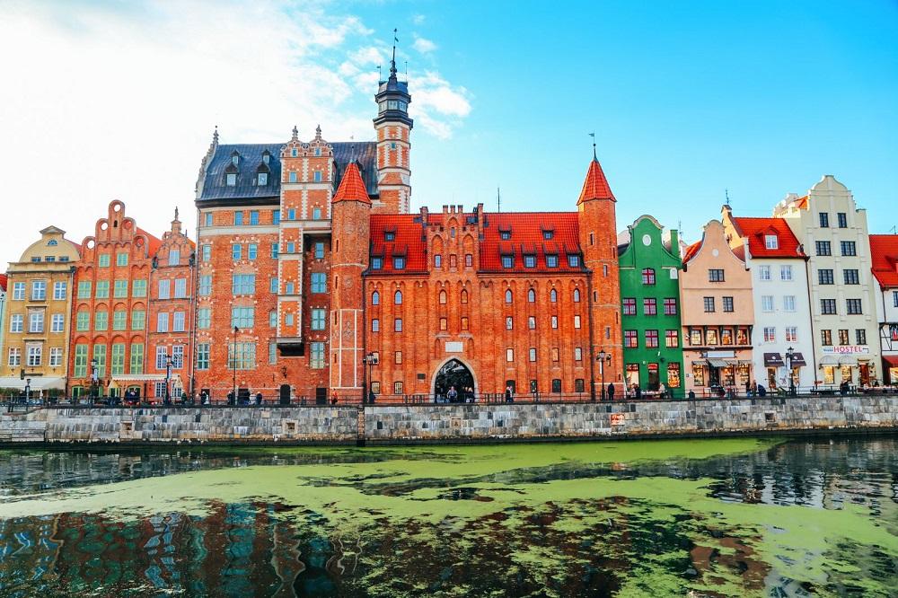 perierga.gr - Το μαγευτικό Gtansk στην Πολωνία θυμίζει σκηνικό σε ταινία εποχής!