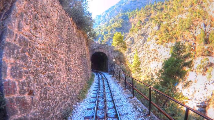 perierga.gr - Βόλτα με τον Οδοντωτό σε υπέροχα τοπία!
