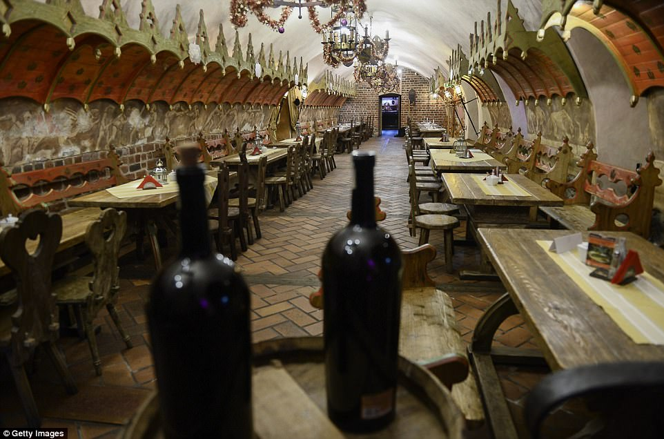 perierga.gr - Το παλαιότερο εστιατόριο της Ευρώπης είναι 700 ετών!