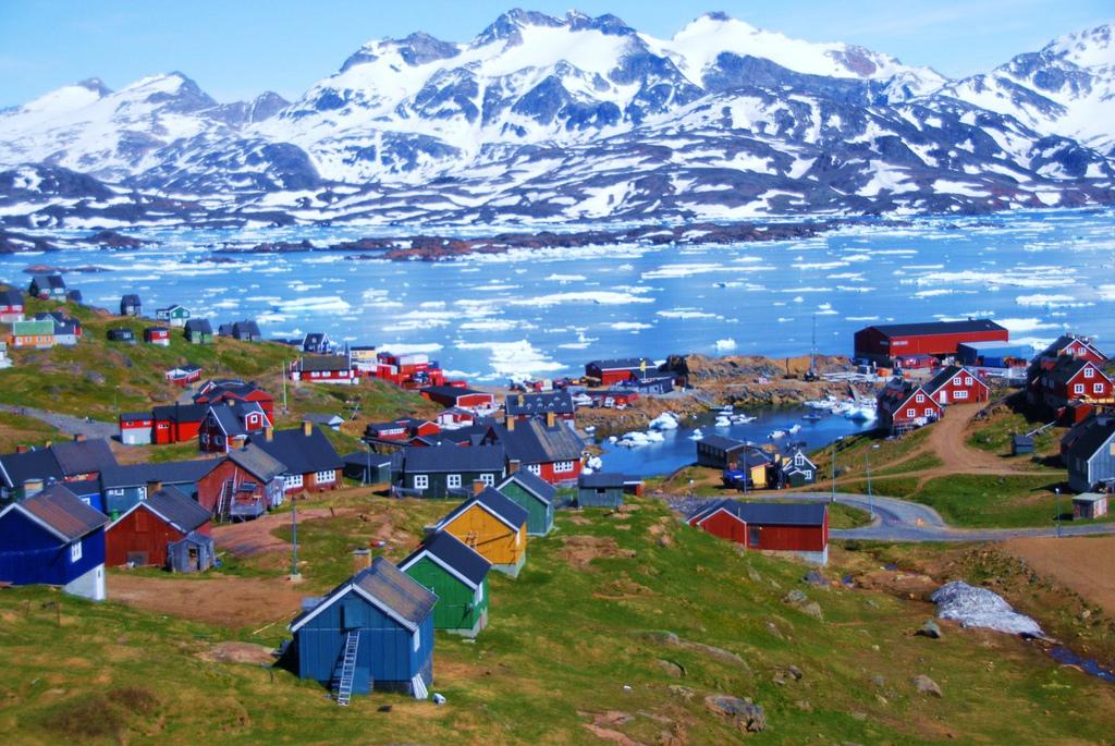 perierga.gr - Tasiilaq: Ένα χωριουδάκι γεμάτο χρώμα στη Γροιλανδία