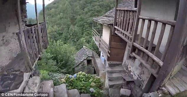 perierga.gr - Χωριό θα γίνει ξενοδοχείο για να γλιτώσει από την εξαφάνιση!