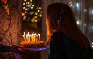 Γιατί σβήνουμε κεράκια στις τούρτες γενεθλίων;