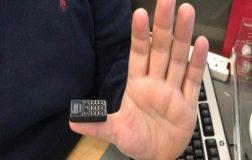 Perierga.gr - Το μικρότερο κινητό του κόσμου!