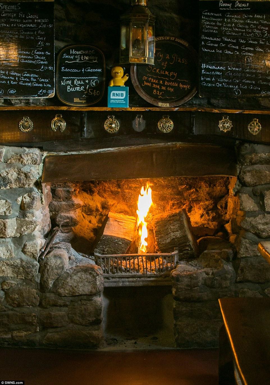 perierga.gr - Φωτιά καίει στο τζάκι αδιάλειπτα για 172 χρόνια!