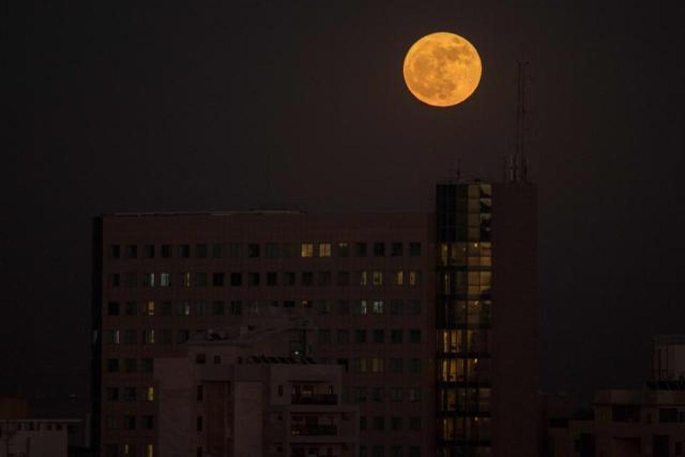 perierga.gr - Το μεγαλύτερο φεγγάρι του 2017 σε υπέροχες εικόνες ανά τον κόσμο!