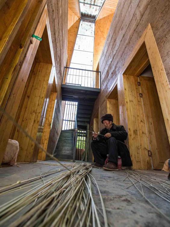 """perierga.gr - Αυτό το """"ταπεινό"""" σπίτι ψηφίστηκε """"Κτήριο της Χρονιάς 2017""""!"""