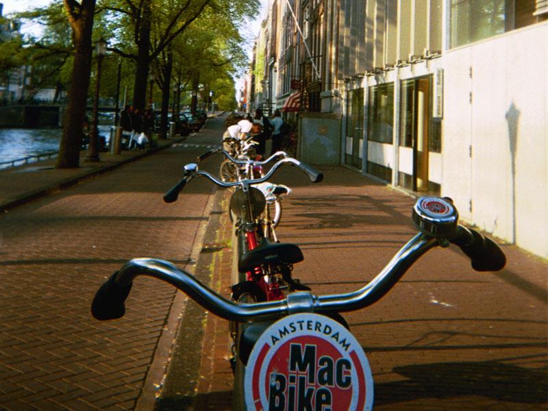 Perierga.gr - Η Ολλανδία καλύπτει ποδηλατόδρομους με ηλιακούς συλλέκτες!