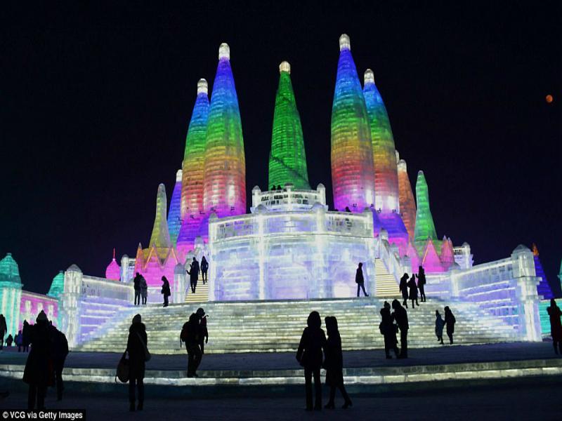Perierga.gr - Το πολύχρωμο φεστιβάλ πάγου της Κίνας